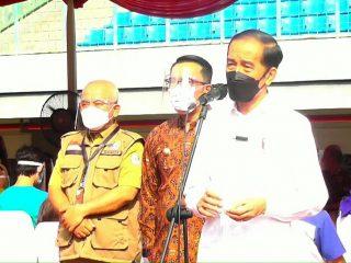 Jokowi Tinjau Kegiatan Vaksinasi Yang Di Gelar Di Stadion Candra Bhaga Kota Bekasi
