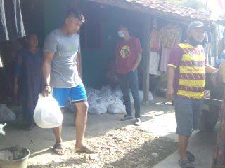Bantu Warga Terdampak Covid-19, Putri Komarudin Salurkan Ribuan Paket Sembako Dan Lakukan Penyuluhan Soal Jasa Keuangan